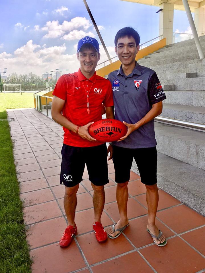 Cong Vinh meets Vietnam Swans AFL team